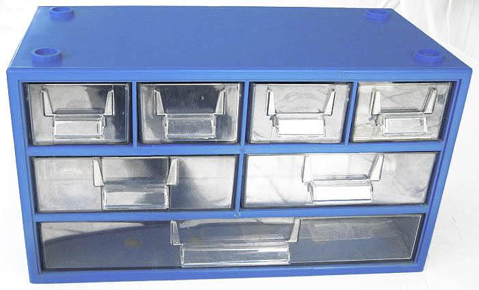 plastikbox 1 mit verschieden gro en schubf chern gebraucht kaufen bei. Black Bedroom Furniture Sets. Home Design Ideas